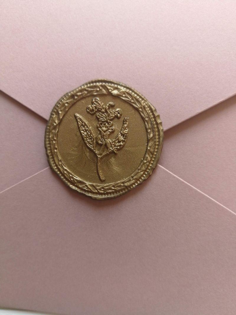 Invitatie nuntra roz pudrat cu sigiliu auriu - poza 2