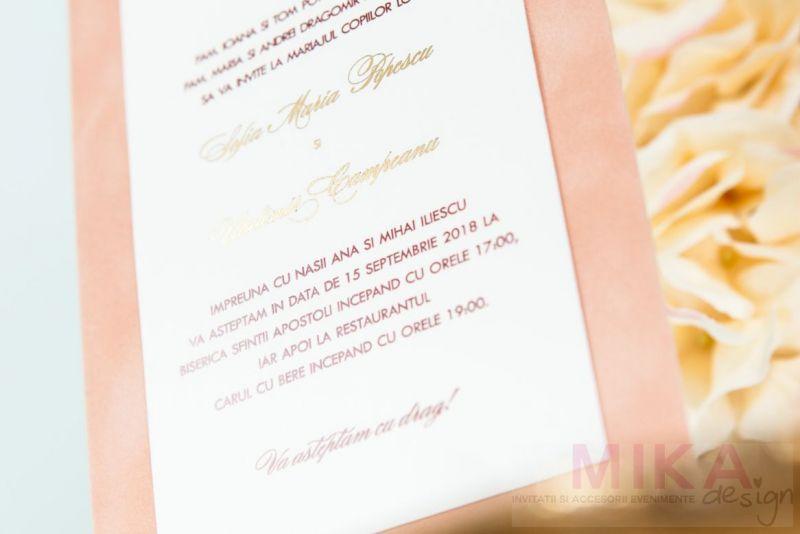 Invitatii nunta catifea crem monograma auriu - poza 2