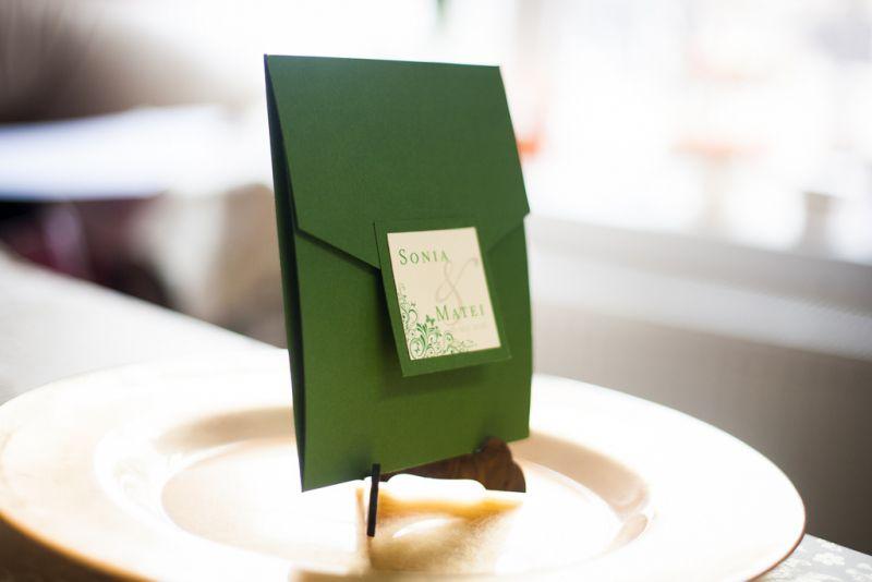 Invitatii nunta model pocket cu fluturasi - poza 1