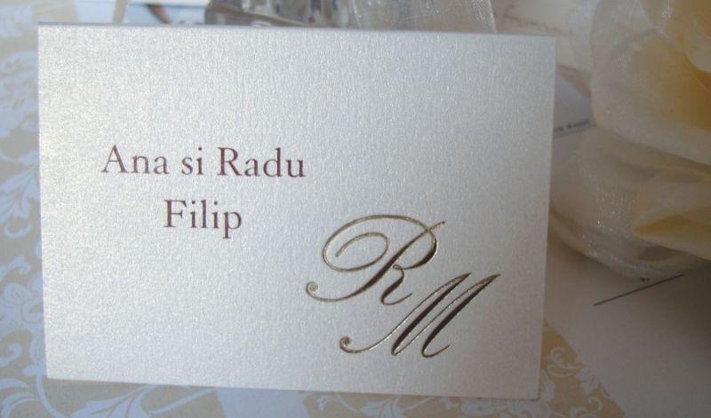 Place card elegant cu initiale