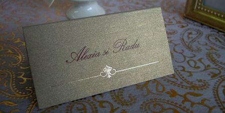 Place card nunta din carton auriu decorat cu un mic design elegant - poza 2