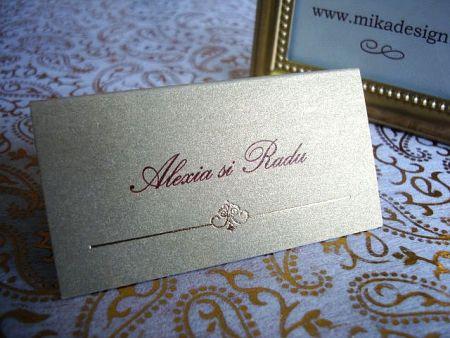 Place card nunta din carton auriu decorat cu un mic design elegant - poza 1