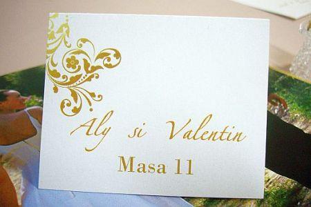Card de asezare la masa cu design baroc auriu - poza 1