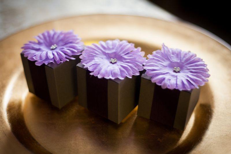 Cutiuta din carton cu floare mov - poza 1