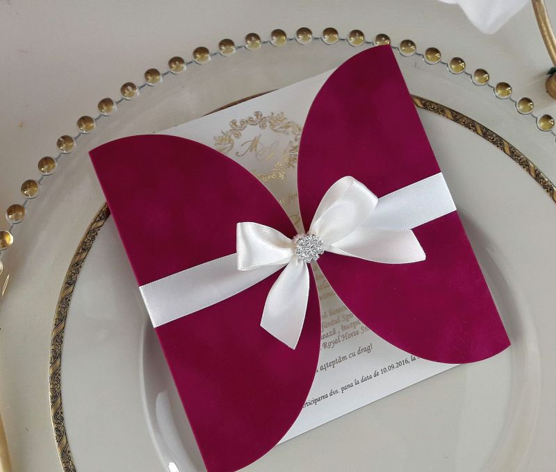 Invitatie catifea fuchsia cu monograma - poza 1