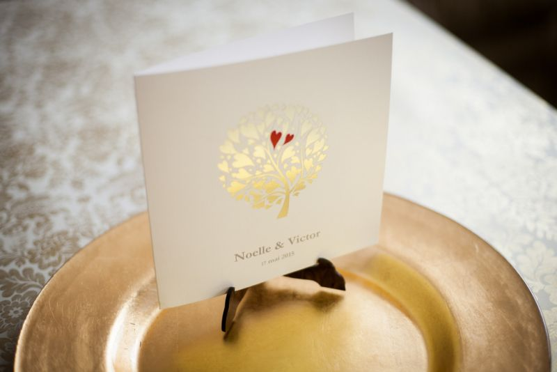 Invitatie nunta cu pomisor  auriu si inimioare rosii - poza 4