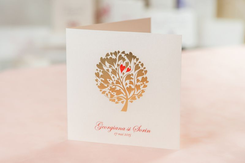 Invitatie nunta cu pomisor  auriu si inimioare rosii - poza 1