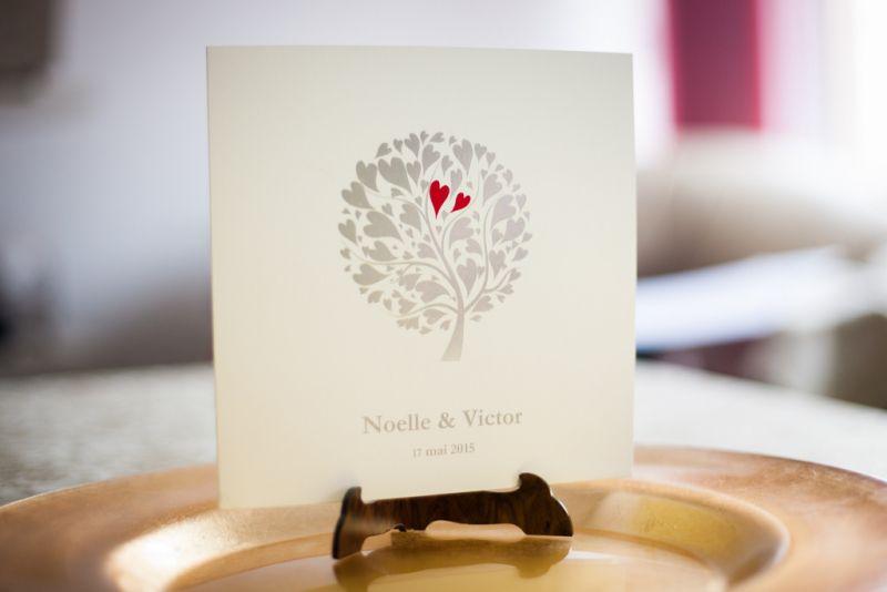 Invitatie nunta cu pomisor  auriu si inimioare rosii - poza 2