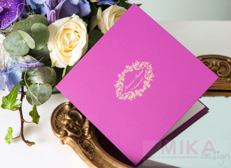 invitatie nunta eleganta mov cu auriu