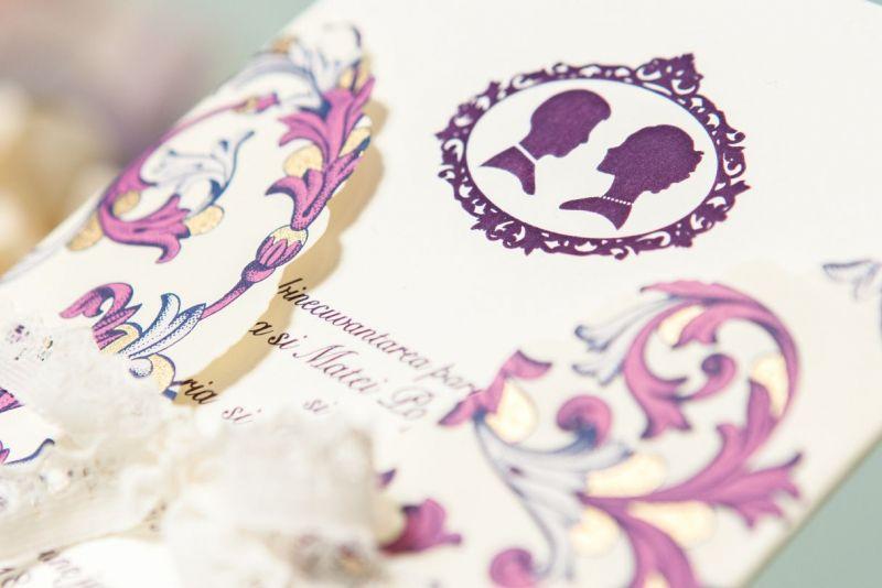 Invitatie nunta mov cu auriu, camee asortata - poza 1