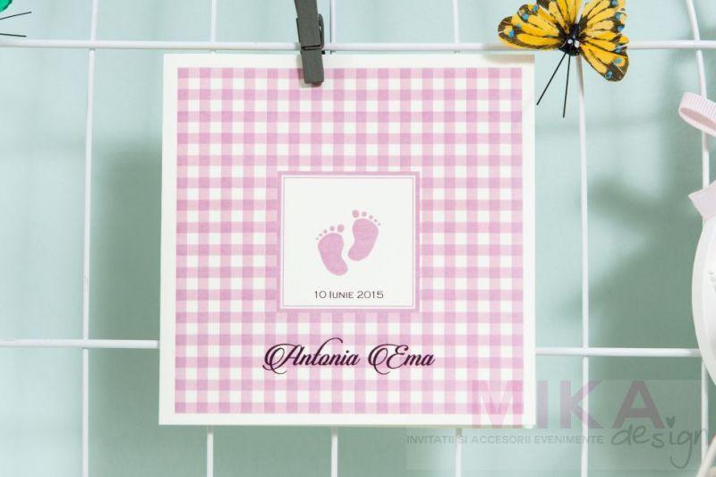 Invitatii botez cu talpite bebe lila, carouri lila - poza 2