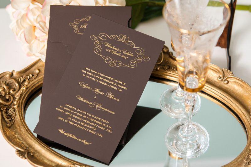 Invitatii nunt eleganta maro cu design auriu - poza 2
