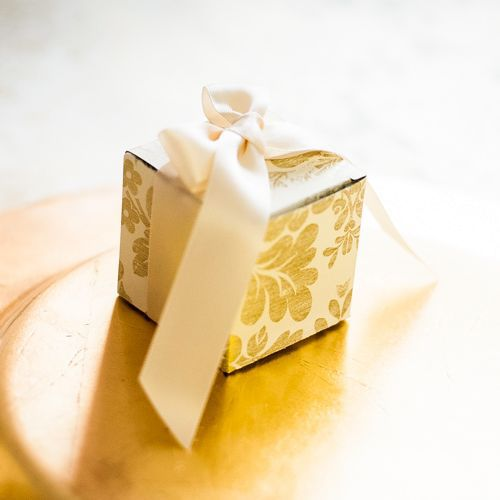 Marturii nunta cutiute cu flori aurii - poza 1
