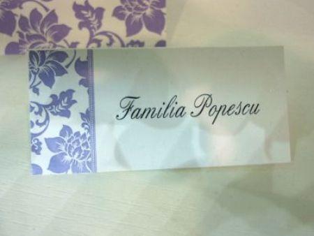 Card cu numele invitatului design rama florala lila - poza 1