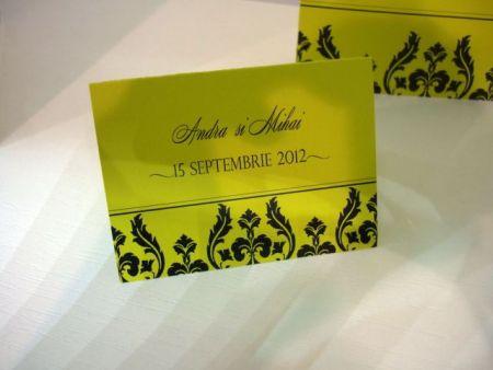 Card de asezare verde lime cu design negru